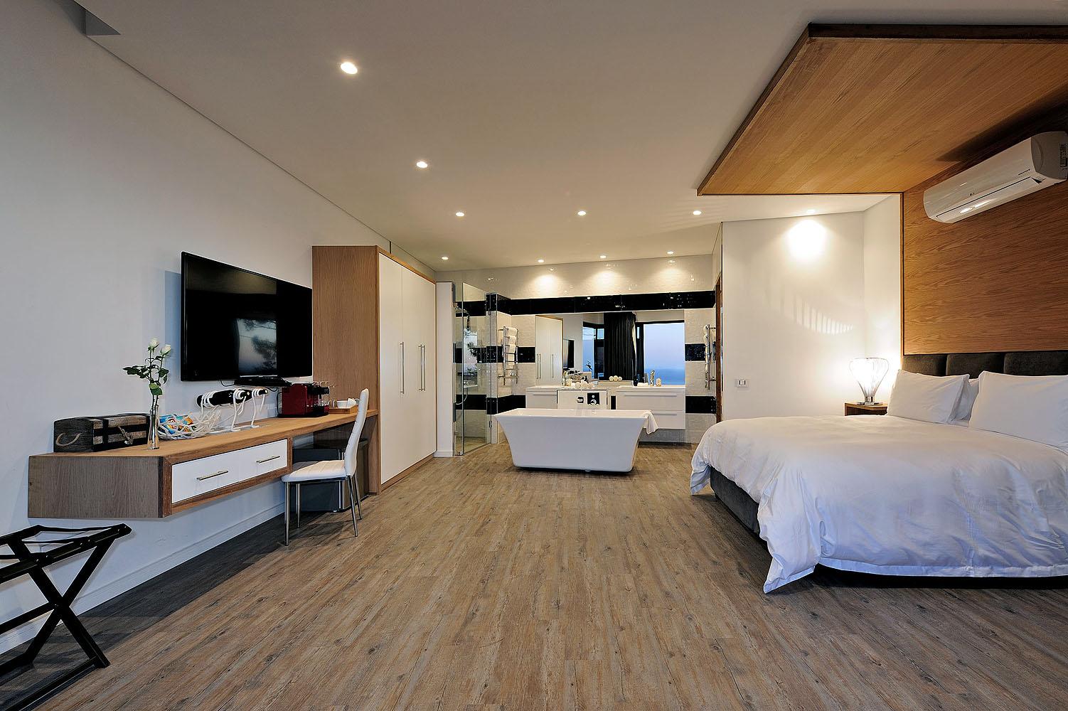 Sea Star Rock Lodge - Pool Room